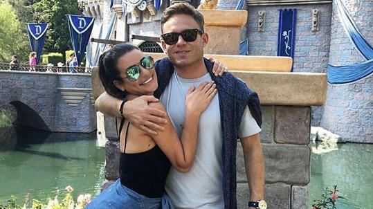 Herečka Lea Michele se o víkendu provdala za Zandyho Reicha.