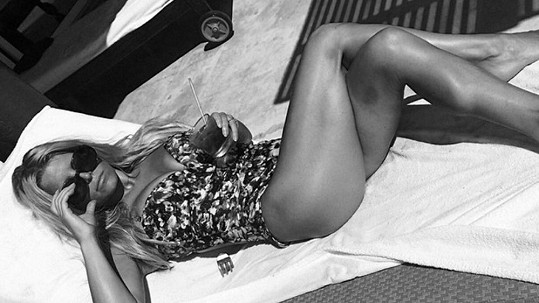 Jessica Simpson posílá pozdrav z líbánek...