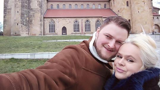 Monika Štiková a její koloušek roušky v Německu nosit nemusejí.