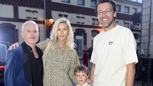 Lukáš Hejlík vyvedl na týden módy rodinu.