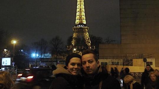 Petr s manželkou a noční Eiffelova věž