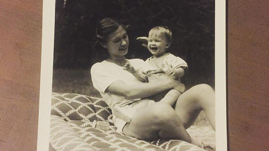 Malá Kristýna Leichtová s maminkou