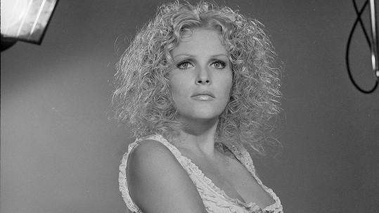 Olga Schoberová zářila ve filmu Adéla ještě nevečeřela.