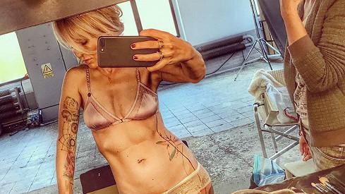 Kateřina Kaira Hrachovcová fotila pro módní magazín.