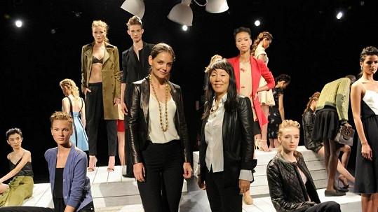 Katie Holmes a stylistka Jeanne Yang představily svou kolekci na jaro 2013.