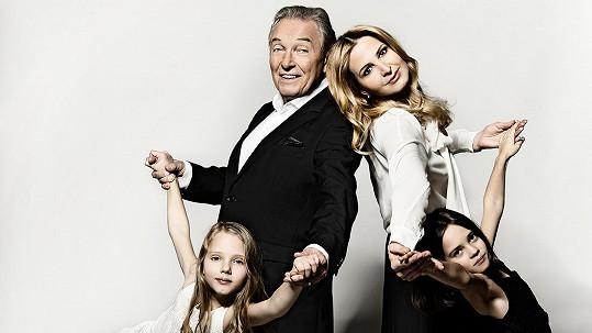 Karel Gott se svou rodinou