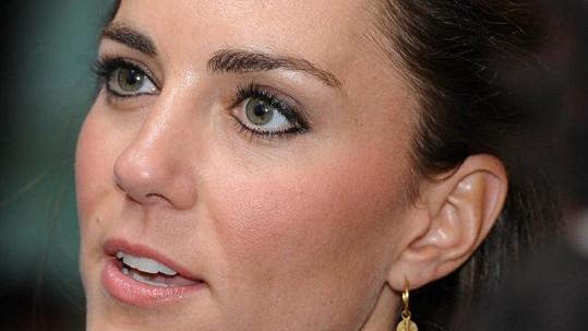 Kate a její černé linky kolem očí, které se nelíbí Vivienne Westwood.