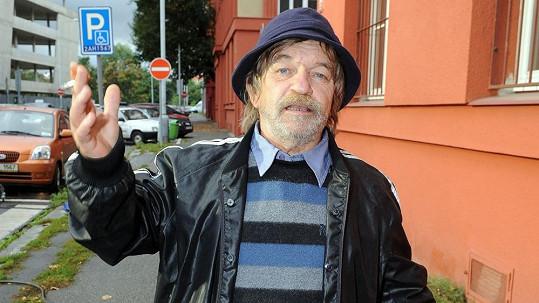 Jako by Roman Skamene stále žil svou filmovou rolí.