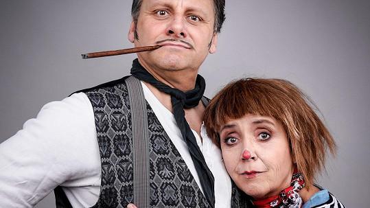 Do pondělka zkoušeli manželé Bára Hrzánová a Radek Holub v divadle.