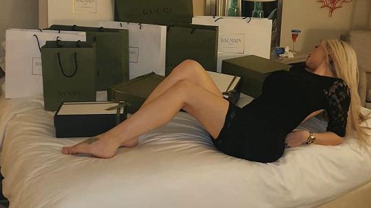 Karlos Lelu zahrnul luxusními dárečky.