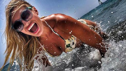Za tuto fotku z dovolené sklidila Lucie Borhyová od fanoušků chválu.