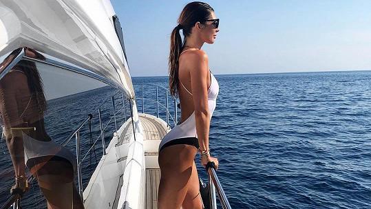Monika Marešová si s Leošem užívá dovolenou na jachtě.