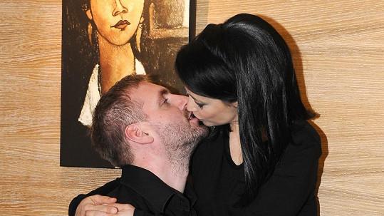 Petr Makovička dostal pořádnou pusu.
