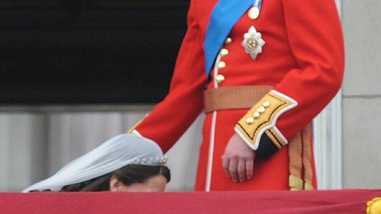 Nejpikantnější fotografie z královské svatby, na jejíž účet se baví lidé na sociálních sítích.