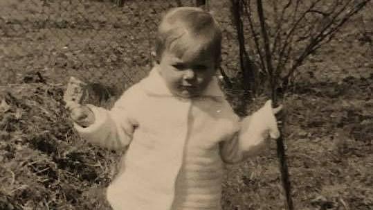 Herečka se pochlubila fotkou z dětství.