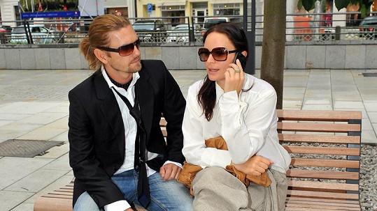 Jitka Čvančarová s přítelem Petrem Čadkem na kolonádě.