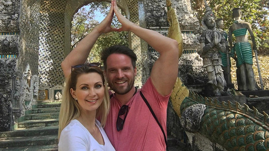 Sandra Parmová s přítelem v Thajsku