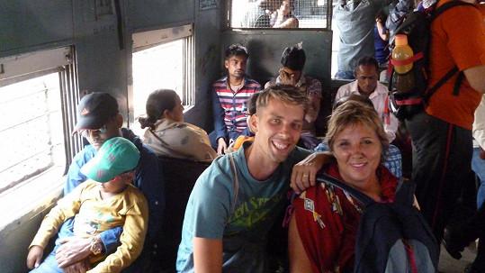 Laco a jeho maminka v Indii jeli i místním vlakem.