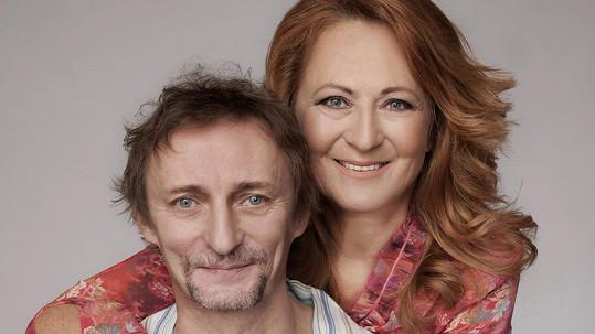 Simona Stašová a Kamil Halbich jsou hvězdami nové divadelní komedie, která bude mít premiéru už druhého června.
