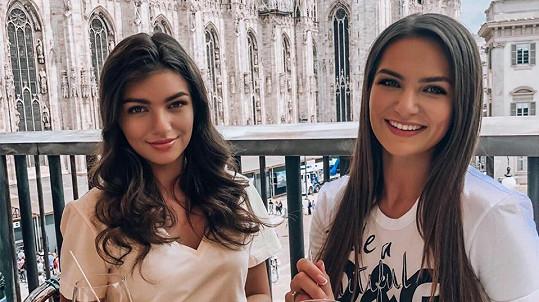 Nelly Řehořová se svou sestrou Terezou