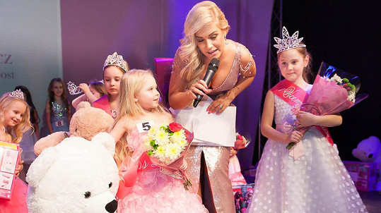 Růžová blogerka vybírala princeznu krásy.