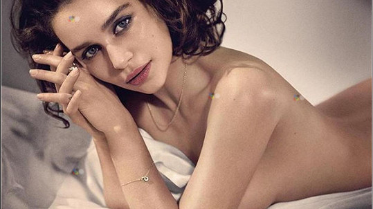 Emilia Clarke boří žebříčky krásy a přitažlivosti v pánských časopisech...