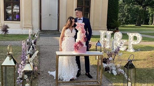 Patrik Schick se oženil s přítelkyní Hanou.
