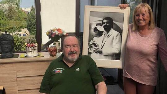 Petr Novotný s manželkou slavili 40. výročí svatby.