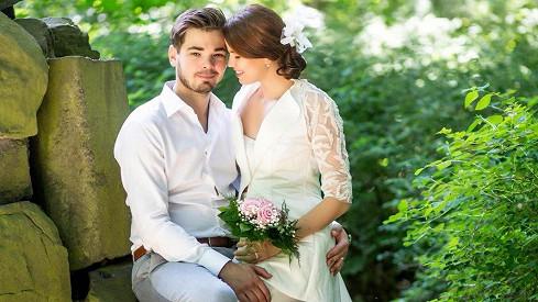 Karolina Gudasová a Michal Neuwirth se brali v květnu. Zpěvačka už byla těhotná.