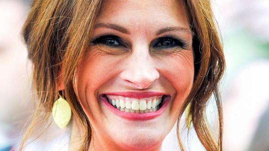 Julia Roberts ukázala svůj kouzelný úsměv, ale i hluboké vrásky kolem očí.
