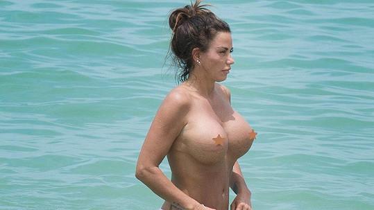 Katie Price tráví dovolenou v Thajsku.
