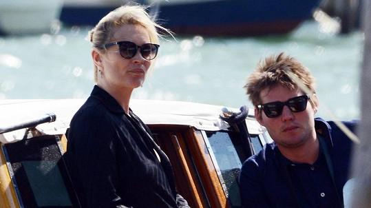 Kate Moss a Nikolai von Bismarck v Benátkách