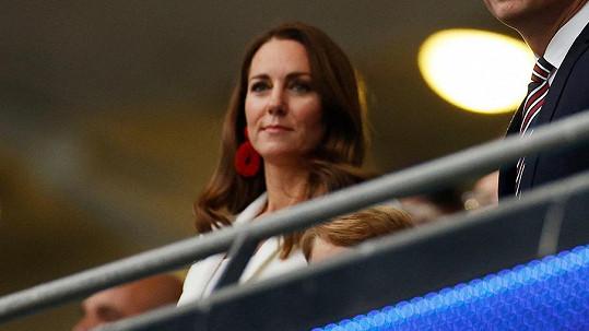 Kate zvolila na finále Eura výrazný doplněk
