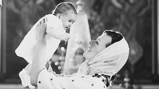 Milla Jovovich pokřtila dceru Dashiel.