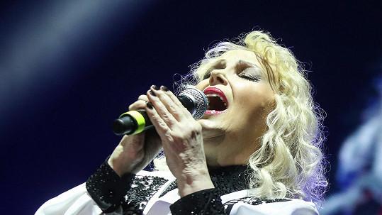 Marika Gombitová vypadá i zpívá úžasně.