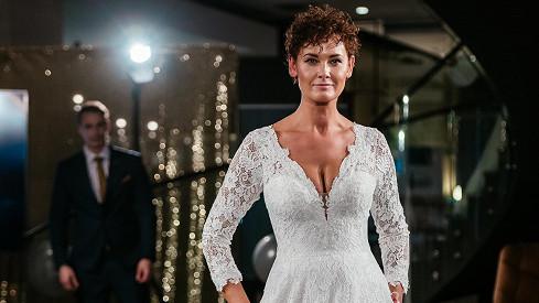 Před devatenácti lety se stala nejkrásnější dívkou Česka: Takhle to modelce v důchodu slušelo na přehlídce svatebníchšatů