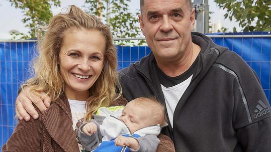 Miroslav Etzler se synem Samuelem a hereckou kolegyní Michaelou Badinkovou