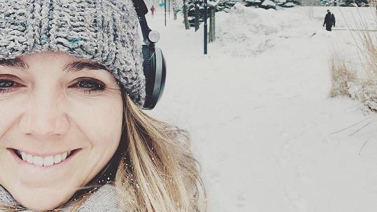 Lucie Vondráčková netrácí úsměv ani na sněhu...