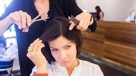 Anna K. přišla kvůli rakovině o dlouhé vlasy.