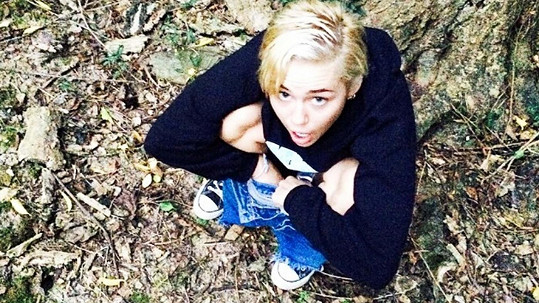 Miley Cyrus už neví, jak na sebe upozornit.