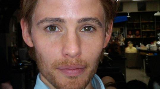 Ze slavné herečky se mistrovským zásahem maskérů stal v roce 2011 mladý muž.