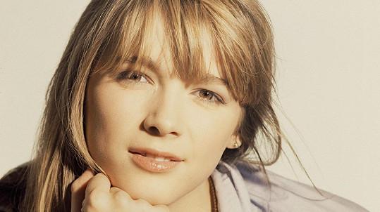 Hélène Rolles se proslavila v seriálu Helena a její chlapci.