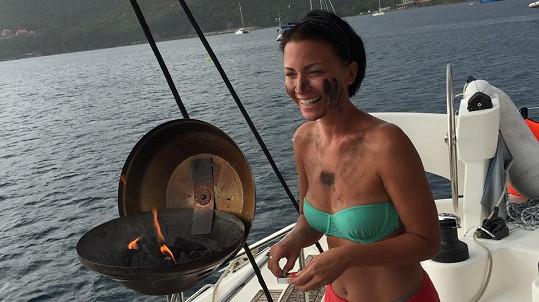 Takhle se na dovolené moderátorka Prásku starala o žaludky svých strávníků.