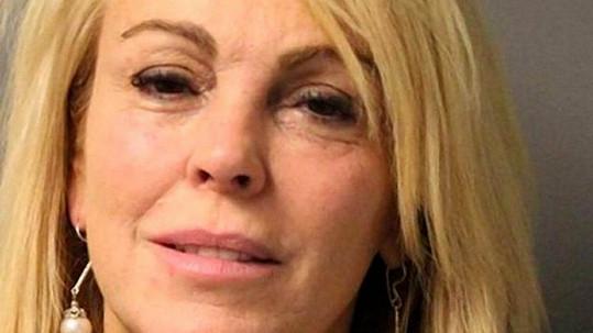 I na policejním snímku bylo vidět, že má Dina Lohan něco upito.