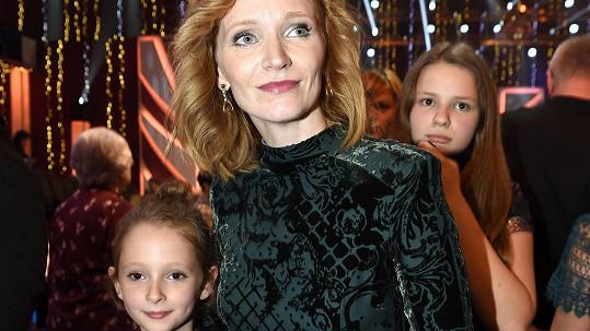 Aňa Geislerová s dcerou (vlevo) a neteří