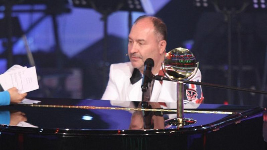 Michal David se jako čerstvý držitel ceny Nejlepší zpěvák se chlubil oceněním.