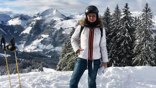 Jana Adamcová je vášnivá lyžařka. Před Vánocemi si dopřává pořádnou dávku aktivního odpočinku.