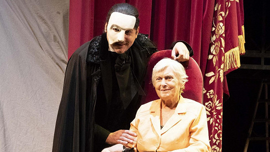 Fantom opery Marian Vojtko spolupracuje s centry pro staré lidi.