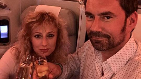 Hrdličky Lucie a Manu letí na další romantickou dovču...