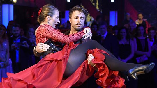 Anička Polívková a Michal Kurtiš si spolu zatančili na plese.